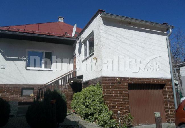 Exkluzívne ponúkame na predaj rodinný dom v obci Divina, 11 km od Žiliny.
