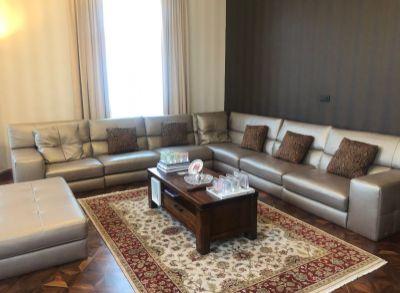 ART Real Estate ponúka PREDAJ_EXKLUZÍVNY 4- izbový byt o výmere 175 m2 v historickom dome na Puškinovej ulici Bratislava STARÉ MESTO
