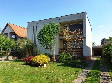 ** Na predaj dvojgeneračný tehlový rodinný dom 160 m2 s pozemkom 1177 m2 - obec Čachtice **