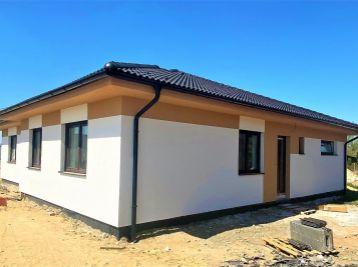 ***DOMY V ŠTANDARDE: Nový 4 izbový rodinný BUNGALOV na ul. Boženy Nemcovej v Malackách!