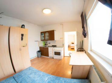 Na predaj 2 izbový byt, 34 m², Cintorínska ul. BA I. – Staré Mesto + garáž v dome