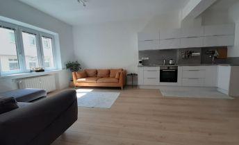 Investícia - tichý, slnečný byt v CENTRE mesta.