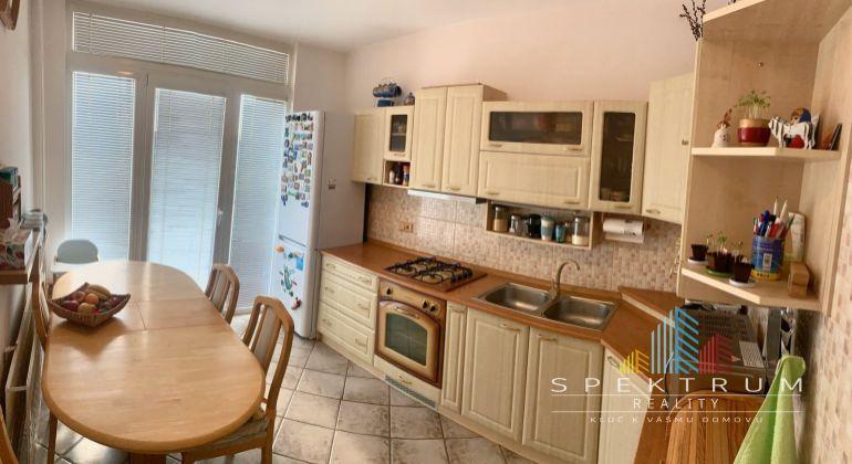 REZERVOVANÉ...Znížená cena !!!Na predaj krásny 3i byt v Bánovciach n/B s balkónom-časť Dubnička