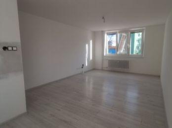 REZERVOVANÝ Predáme kompletne prerobený 4-izbový byt v Seredi