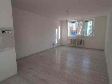 Predáme kompletne prerobený 4-izbový byt v Seredi