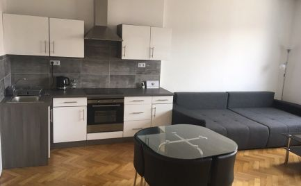 EXKLUZÍVNE ! Veľký 4-izbový byt v centre mesta Banská Bystrica