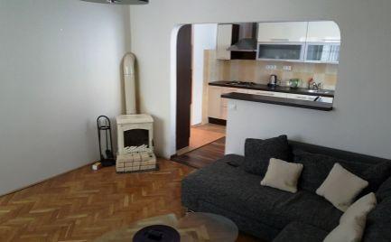 EXKLUZÍVNE ! na predaj: veľký 2-izb. byt v priamo centre mesta