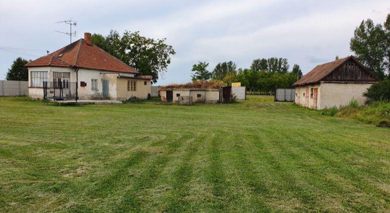 Starší rodinný dom na veľkom pozemku 3150 m2