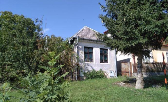 Na predaj 3 izbová chalupa v malebnej obci obklopenej Malými Karpatmi, Dobrá Voda, len 70 km od Bratislavy.