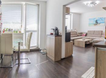 REZERVOVANÝ - Predaj výnimočného veľkometrážneho 3 izb. bytu s moderným zariadením na mieru, 82m2, Píniová ulica