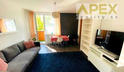 Exkluzívne APEX reality prenájom 3i. bytu na Šafárikovej ul., 2x balkón, komplet zariadený, 60 m2, záhradka