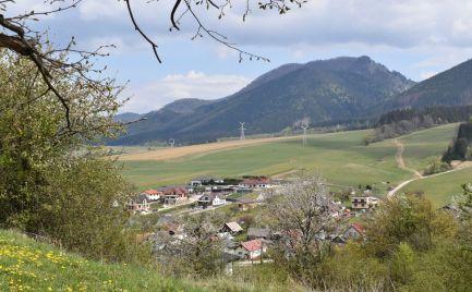 Slnečný stavebný pozemok v obci Stránske
