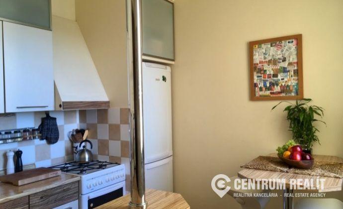 REZERVOVANÉ: Krásny, útulný 2-izbový byt s možnosťou prerábky na 3-izbový