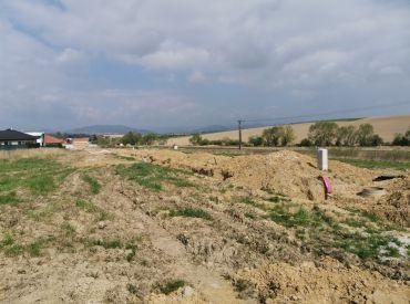 Predaj  pozemku vhodného na okamžitú výstavbu RD so sieťami vo Višňovom 1400 m2