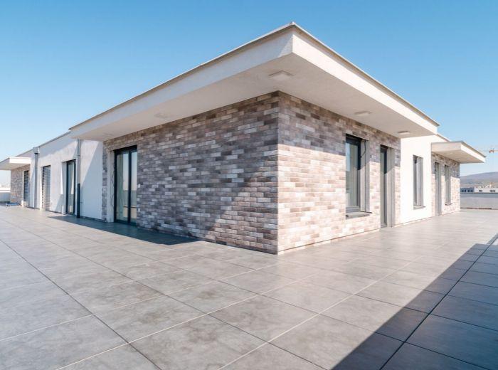 PRI VÁPENICKOM POTOKU, 3-i byt, 330 m2 - TEHLA, novostavba 2017, TERASA 160 m2, Malé Karpaty, TICHO