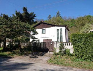 Zvolen, Môťová – rodinný dom so záhradou a garážou, pozemok 812 m2 – predaj