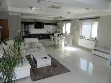 Prenajmeme pekný 4-izb. priestranný byt (170 m2) v Seredi