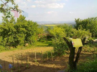 Záhrada 400 m2 s krásnym výhľadom Šípkové