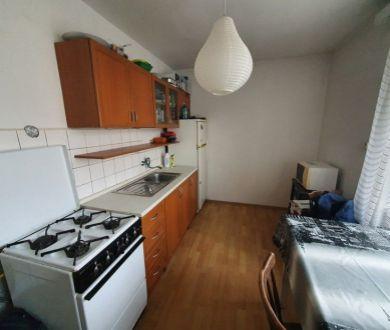 REZERVOVANÝ - Exkluzívne u nás. Ponúkame na predaj pekný 2 izbový byt na sídlisku Lány.