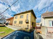 Predaj - starší rodinný dom vo Vajnoroch (vhodné aj ako investícia)