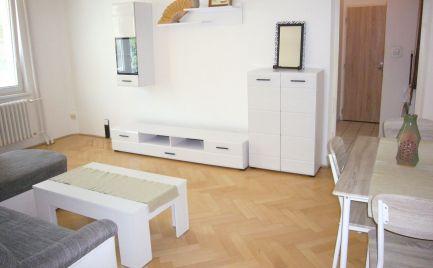 Ponúkame do prenájmu 2,5 izbový byt s balkónom a loggiou na Medzilaboreckej ulici, BA II., Ružinov
