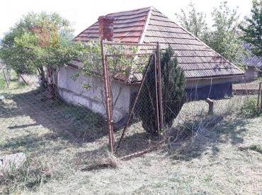 Viničný domček so zavedenou vodou a elektrikou v Mýtnych Ludanoch.