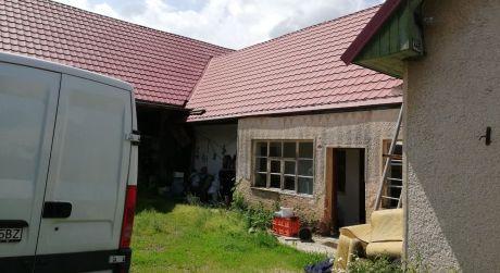 Predaj  veľkého pozemku s rodinným  domom v Pliešovciach.
