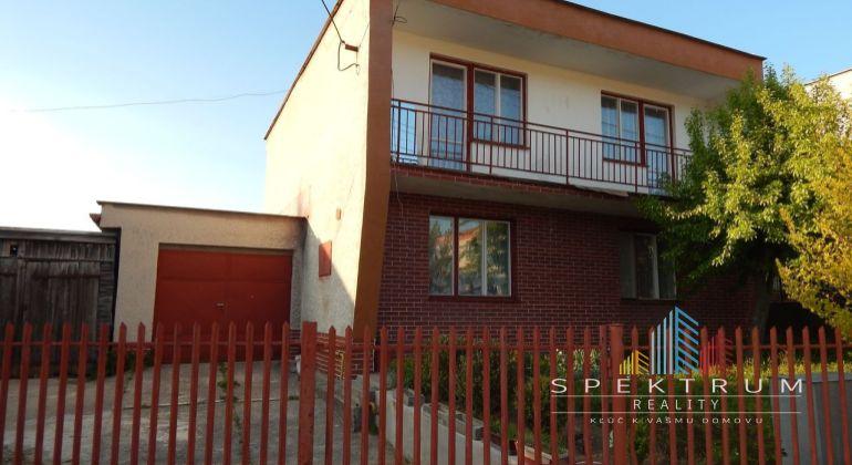 REZERVOVANÉ-Na predaj 4-izbový rodinný dom 538 m2, Handlová, okres Prievidza