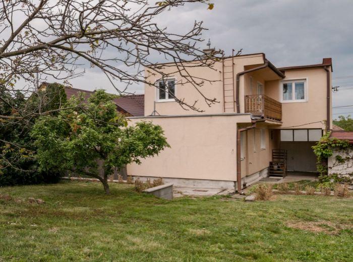 BUDMERICE, 6-i dom, 213 m2, POZEMOK 976 m2, kompletná rekonštrukcia , GARÁŽ, DIELŇA, parking 7 áut