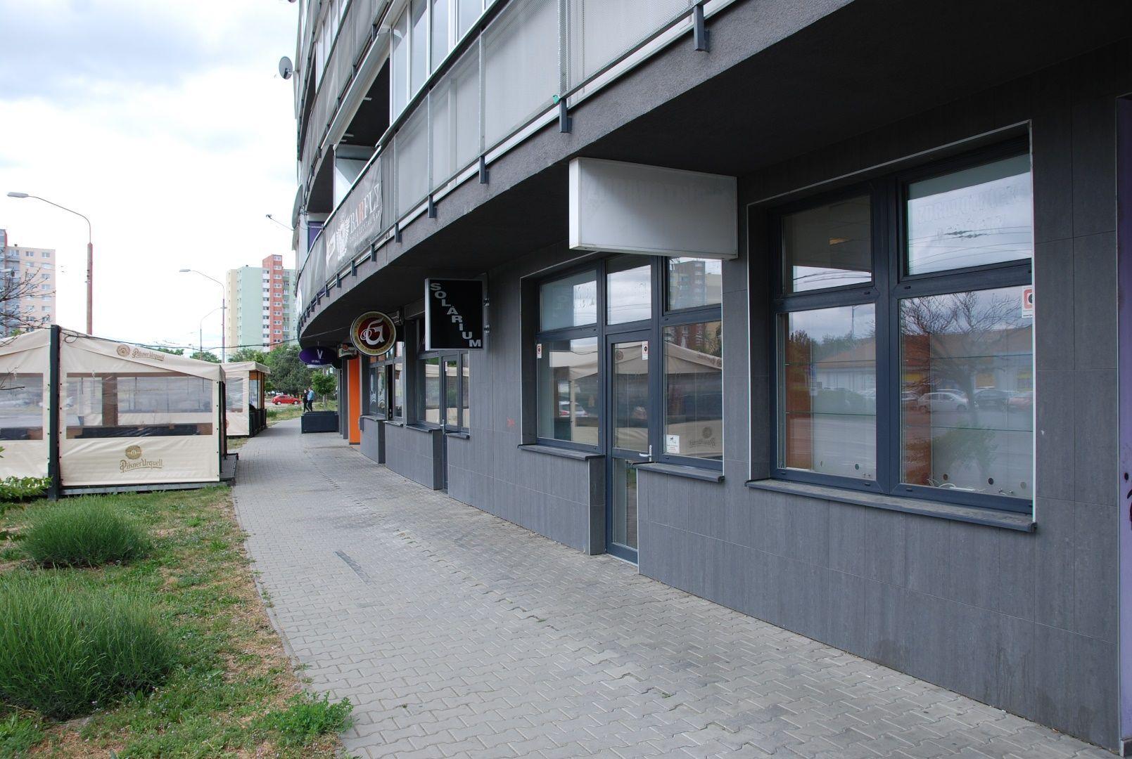 Obchodný objekt-Predaj-Bratislava - m. č. Podunajské Biskupice-182000.00 €