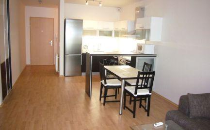 Ponúkame na prenájom 2-izbový byt s klimatizáciou a parkovaním v obľúbenej novostavbe III Veže na Bajkalskej ulici, Bratislava - Nové Mesto.
