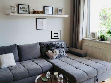 Prenájom 2 – izbový byt vrátane garážového státia na Tomášikovej ulici v Bratislave-Ružinov.