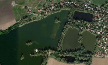 Na predaj menší rodinný dom ( rekreačná chalupa )  pri jazere v obci Sekule