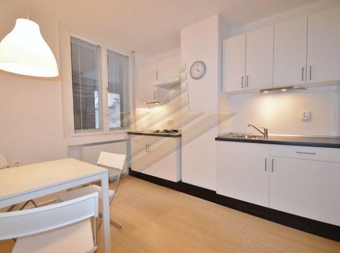 PRENAJATÉ - KÚPEĽNÁ, 1-i byt, 45 m2 - ČERSTVO a KOMPLETNE zrekonštruovaný, V CENTRE, NA SKOK OD VYSOKÝCH ŠKÔL, EUROVEI, BIZNIS CENTIER
