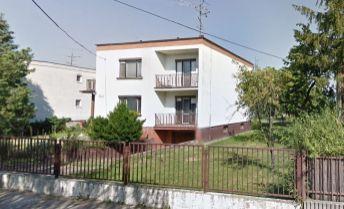 Rodinný dom v rekonštrukcii, obytná plocha 240 m2, pozemok 6á, všetky siete
