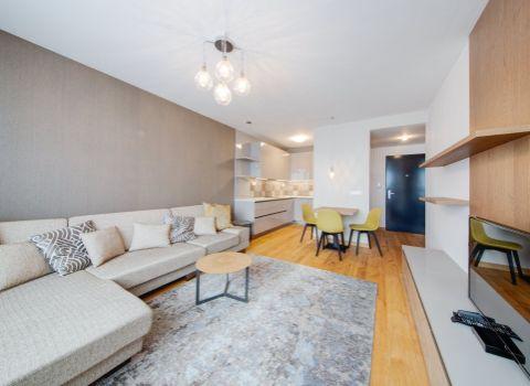 PRENAJATÉ - Na prenájom slnečný a nadštandardne zariadený 2 izbový byt s VIDEO PREHLIADKOU v projekte Fuxova