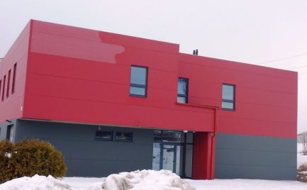 Priemyselná budova so skladovými priestormi