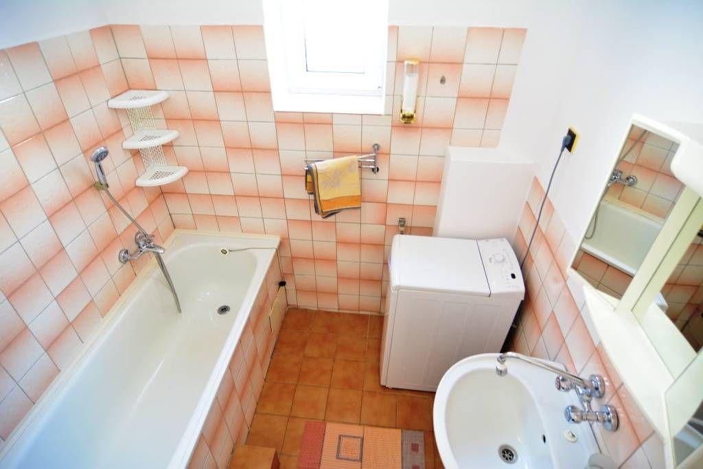 PREDANÉ rodinný dom Štrba, 2 samostatné bytové jednotky s rozlohou 100 m2 - 28