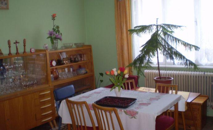 Na predaj zachovalý, udržiavaný rodinný dom  v tichom prostredí  obce Pastuchov, pozemok 490m2.