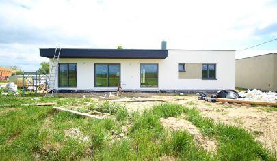 Moderný bungalov v novej lokalite v Malých Levároch