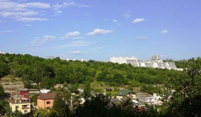 Predaj - Slnečný 5 izbový byt s loggiou v tichom, zelenom prostredí - Pod Rovnicami -  Karlova Ves BA IV. EXKLUZÍVNE!