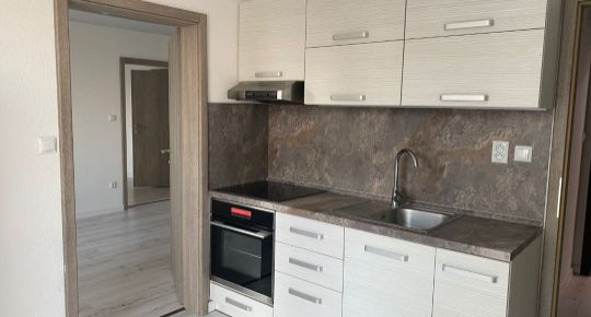 Prenájom 2 izbový zrekonštruovaný byt