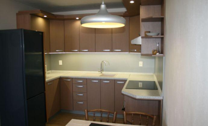 Ponúkame na prenájom 2 izbový byt s garažovím státim v cene, na Kadnárovej ulici