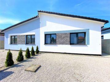 **NOVOSTAVBA: Nový 4 izb. rodinný dom v štandarde - lokalita Padzelek /Malacky!!