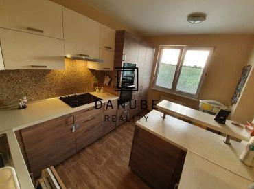 Predaj priestranného, slnečného 4-izbového bytu v Senci na ul.J.Farkaša.