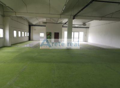 Areté real, Prenájom 707 m2 obchodno-skladových priestorov s možnosťou prerozdelenia v obchodnom centre v Pezinku