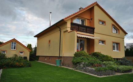 Ponúkame Exkluzívne na Predaj nadštandardne zariadený, priestranný dvojgeneračný rodinný dom v Lehniciach.