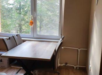 Rezervované/ Sever - 2 izbový veľkometrážny byt s balkónom na predaj