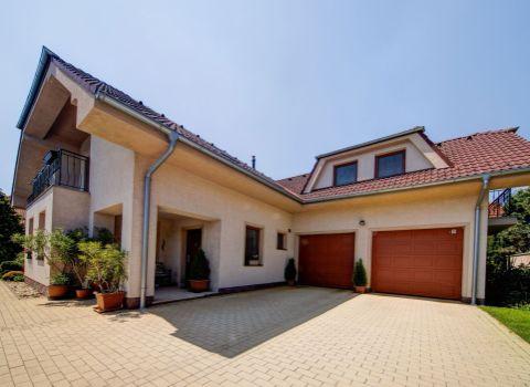 PREDANÝ- Na predaj priestranný 6 izbový rodinný dom s 3D PREHLIADKOU v Záhorskej Bystrici