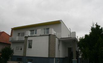 Ponúkame priestranný rodinný dom v obci Štvrok na ostrove v blízkosti Bratislavy